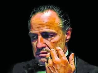 Marlon Brando é luz e sombra como Vito Corleone, que lhe rendeu o Oscar