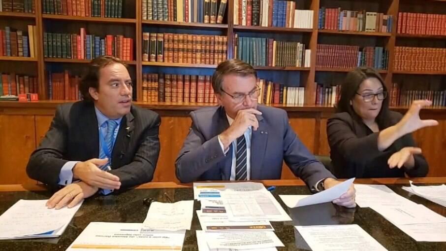 Bolsonaro em live ao lado do presidente da Caixa, Pedro Guimarães