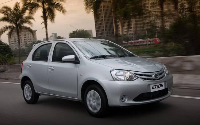 Com apenas o básico, o Toyota Etios atrai pelo conjunto mecânico e a praticidade no dia a dia