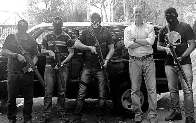 Autor sempre bem acompanhado, desta vez com seus amigos assaltantes de carro-forte