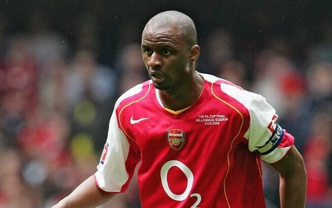 Patrick Vieira com a camisa do Arsenal