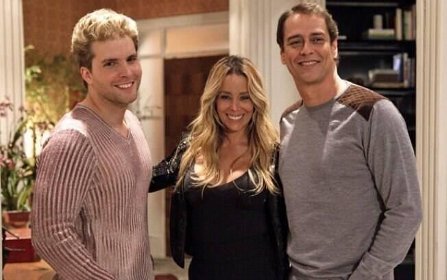 Nico (Thiago Fragoso) Eron (Marcello Antony) serão pais com ajuda da amiga Amarilys (Danielle Winits), por meio de uma 'barriga solidária'
