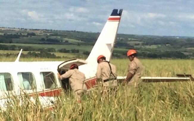 Imagens da aeronave que fez o pouso forçado