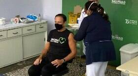 João Doria é imunizado com 1ª dose da vacina contra Covid-19