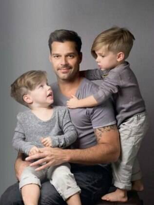 Ricky Martin com os gêmeos, Valentino e Matteo