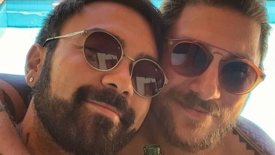 Mauro Sousa conta que perde seguidores quando posta foto com o marido