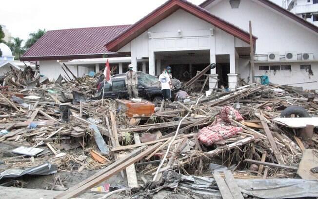 Restos de casa em Aceh, Indonésia, um ano após tsunami (arquivo). Foto: Wikimedia Commons