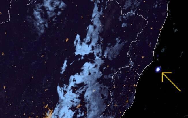 Meteoro explode no céu e é registrado por câmeras em vários estados brasileiros