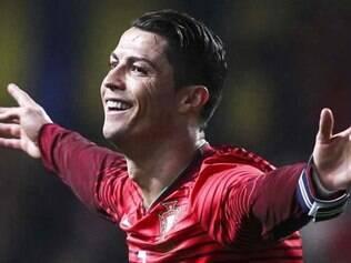 A seleção do craque Cristiano Ronaldo deve atrair cerca de 13 mil portugueses para o Brasil