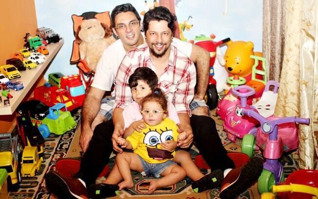 Família Nunes: Angelo e André com os filhos Jonathan e Valentina