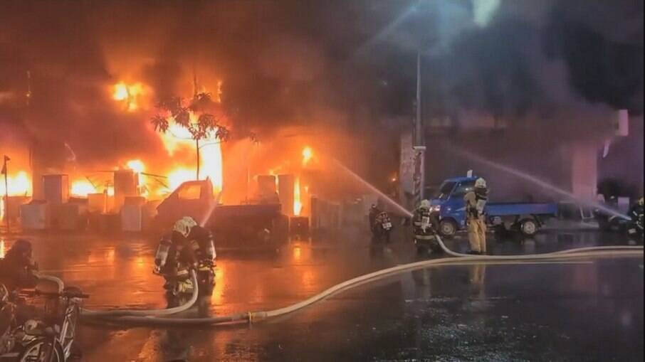 Incêndio em prédio de Taiwan deixa dezenas de mortos