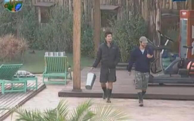 Thiago Gagliasso e Marlon vão para a atividade falando sobre Dinei