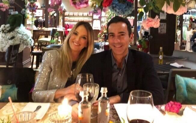 Ticiane Pinheiro comemora um ano de casada com César Tralli: