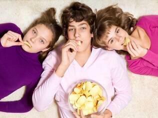 Adolescentes podem fazer as próprias escolhas e isso acarretaria alimentos menos nutritivos