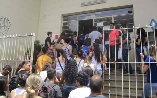 Movimentação antes das provas do primeiro dia do Exame Nacional do Ensino Médio, em Minas Gerais. Foto: Alberto Wu/Futura Press - 24.10.15