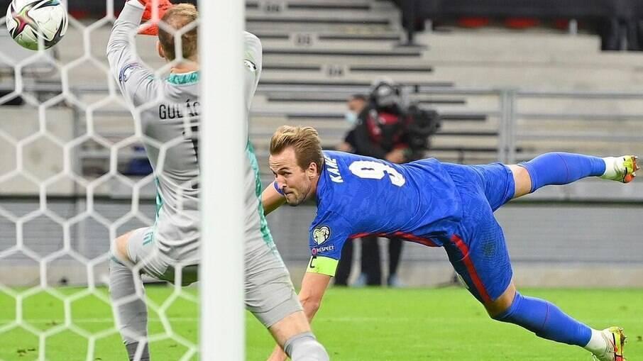 No primeiro turno, a Inglaterra goleou a Hungria por 4 a 0