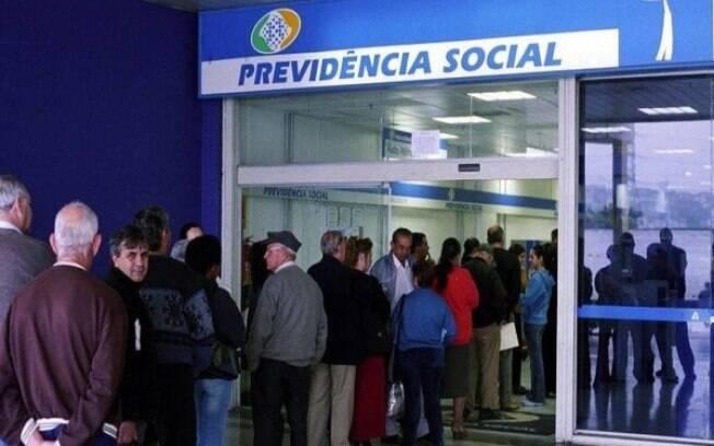 MP para reduzir fila do INSS prevê a contratação de aposentados sem concurso público