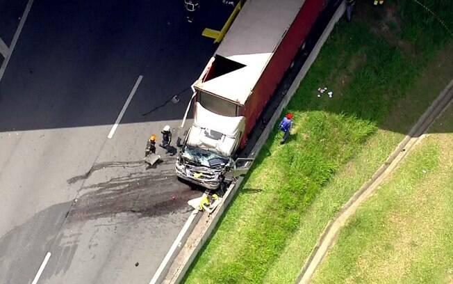 Helicóptero que transportava Ricardo Boechat atingiu caminhão na rodovia Anhanguera