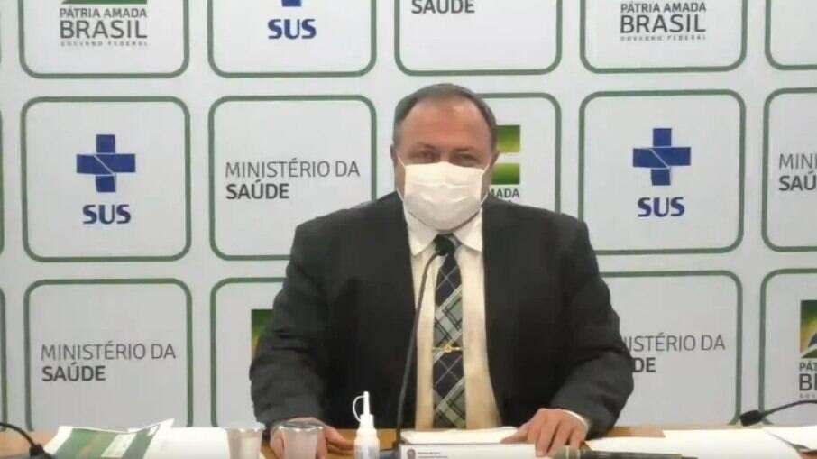 De máscara, o ministro Eduardo Pazuello participou de coletiva de imprensa do Ministério da Saúde