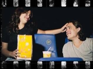 Detalhes do convite de Lucas e Aline: casamento no cinema...