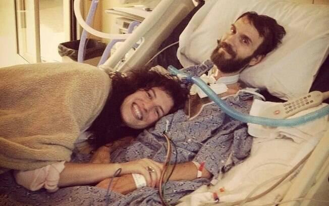Como prova de amor, Hope cuida diariamente de seu marido Steve