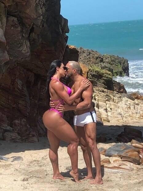 Gracyanne Barbosa e Belo posam sexy em clique no Instagram