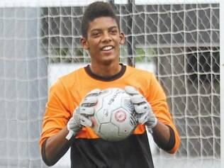 Goleiro realiza treinamento técnico duas vezes por semana