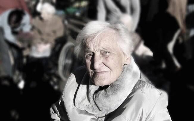 Neurologista afirma que paciência, carinho e afeto são essenciais  para as pessoas que acompanham paciente de Alzheimer