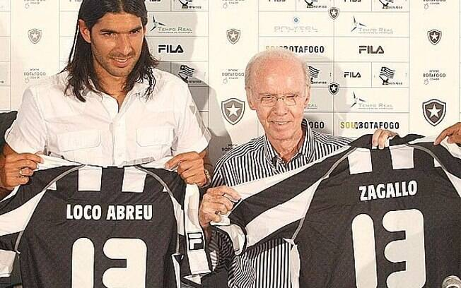 Abençoado por Zagallo, Loco Abreu seguiu  vestindo a camisa 13 no Botafogo
