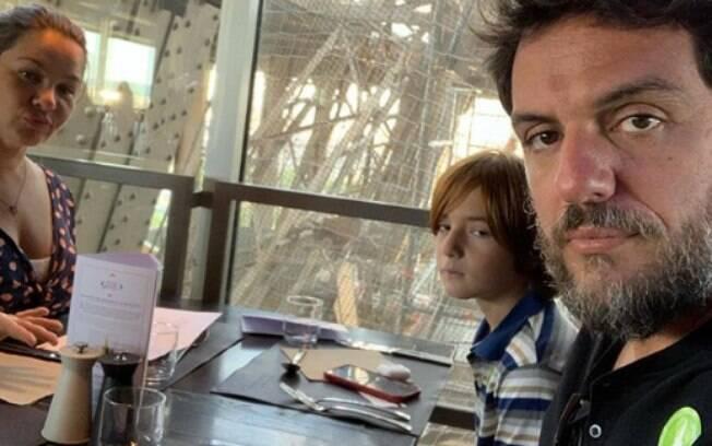 Rodrigo Lombardi e família na Torre Eiffel