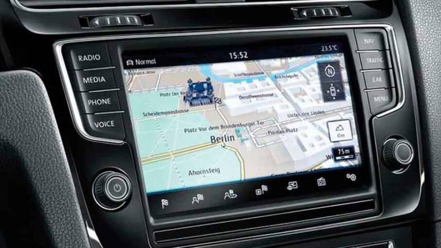 Com a evolução dos sistemas Apple CarPlay e Android Auto, o GPS nativo se tornou um item desnecessário