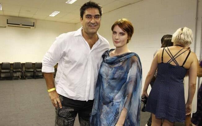 Zeca Camargo posou ao lado da cantora Florence em sua passagem pelo Brasil