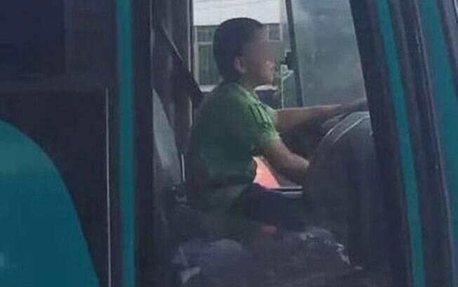 A criança roubou o ônibus e dirigiu por cerca de 40 minutos