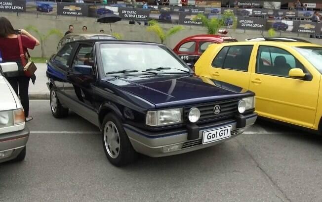 Entre os clássicos da VW, um dos maiores destaques fica por conta do Gol GTi na cor Azul Mônaco, a original