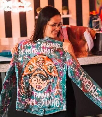 Conheça o criador da jaqueta de Juliette que deu o que falar