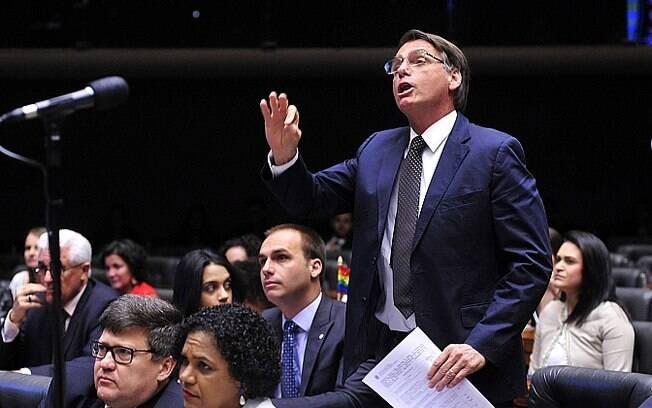 Deputado federal por sete mandatos seguidos, Jair Bolsonaro é um pré-candidato polêmico