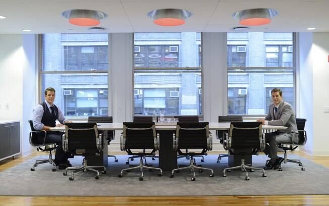 Tyler e Cameron Winklevoss em seu escritório em Manhattan