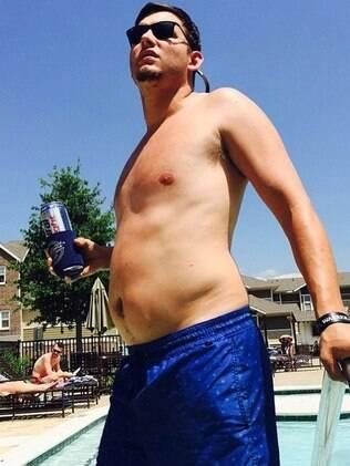 Conta no Instagram @collegedadbuds posta fotos apenas de caras com o 'dad bod'