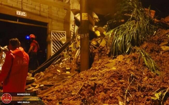 Chuva em Mauá causou dois desabamentos e deixou três crianças e um bebê mortos