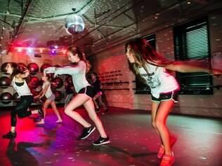 Aulas de dança chamam a atenção da garotada