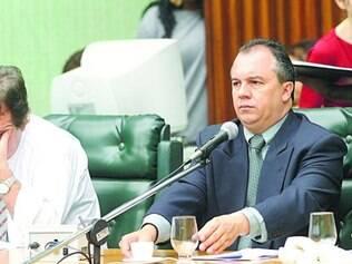Preocupação.  Ronaldo Gontijo (esquerda) não entende demora de Silvinho Rezende com relatório
