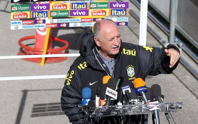 Felipão conversou com a imprensa depois do  treino em Genebra. Brasil encara a Itália em  amistoso nesta quinta-feira