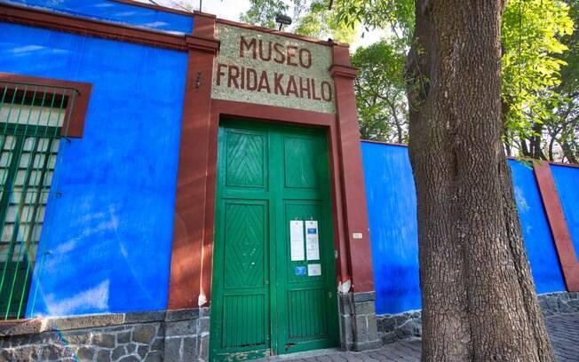 Para os amantes de arte, não pode faltar uma visita à cidade de Coyoacán, ao sul da Cidade do México, onde está o Museu Frida Kahlo, que era a casa azul icônica onde a artista vivia com o marido Diego Rivera, no roteiro de turismo no México