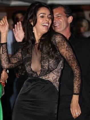 Antonio Banderas dança com a estrela de Bollywood Mallika Sherawat