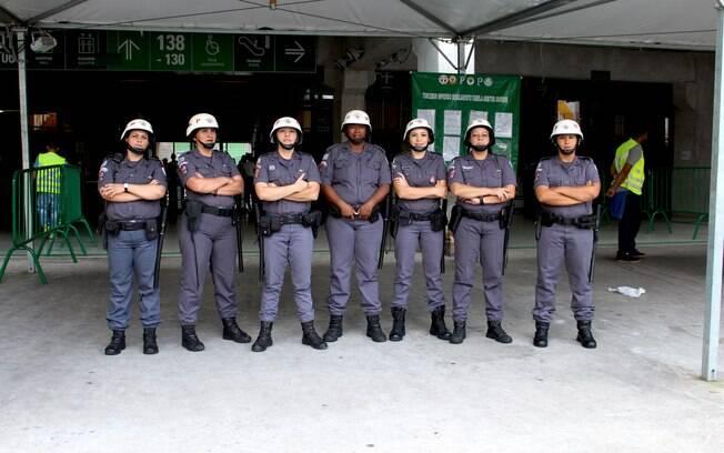 Mulheres que atuaram no porte no portão A no jogo Palmeiras x Chapecoense