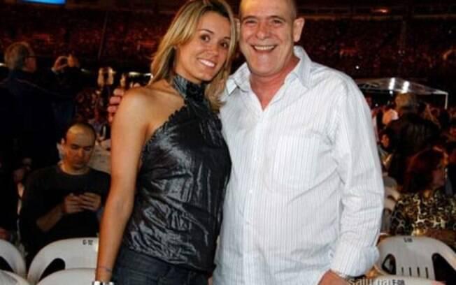 37 ANOS: José de Abreu (69 anos) e Camila Mosquella (32). Foto Agnews