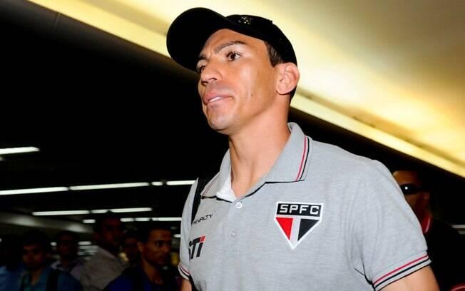 O zagueiro Lúcio negou ambiente ruim no  elenco do São Paulo durante o desembarque em  Cumbica