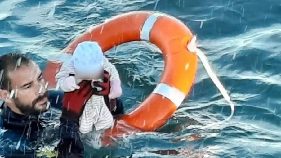 Imagem de salvamento viralizou nas mídias internacionais
