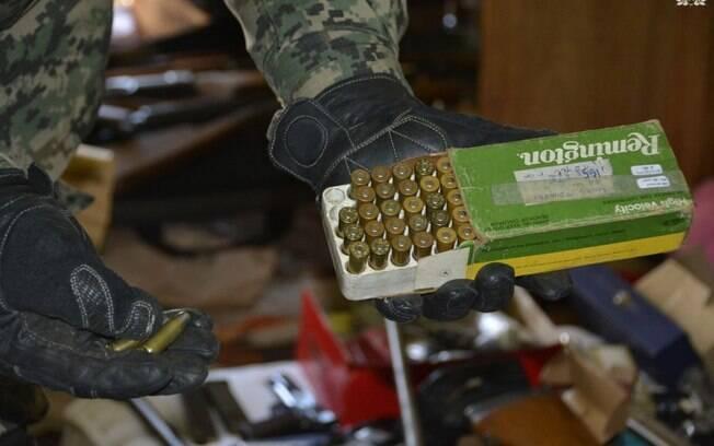 Fuzis, revólveres e munições estavam meio a equipamento apreendido em sete casas na Argentina