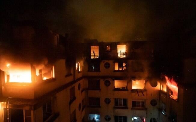 Incêndio em edifício durante a madrugada deixa mortos e feridos em Paris